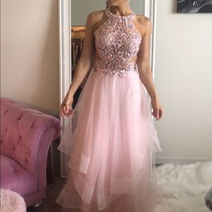 Beautiful and elegant evening gown. Brand new!